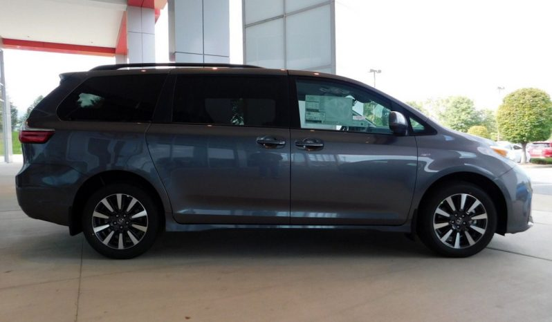 New 2019 Toyota Sienna LE AWD full